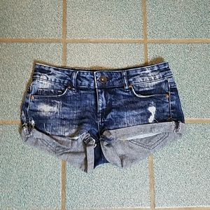 Aeropostale low-rise distressed denim shorts 00